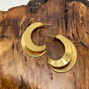 Vintage gold abstract hoops huggie crest
